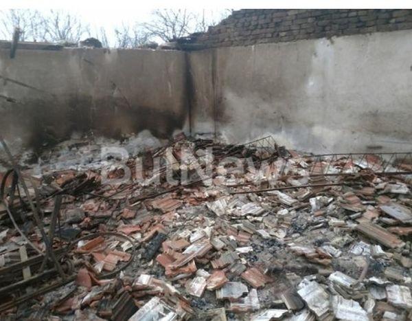 Късно снощи изпепелиха стопанска постройка във врачанското село Галиче. Тя