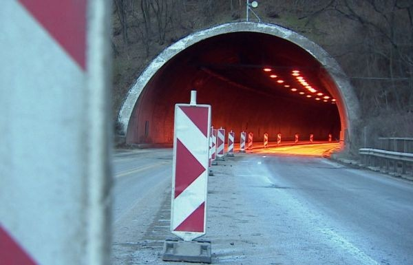 Шест длъжностни лица получиха обвинения за инцидента в тунел
