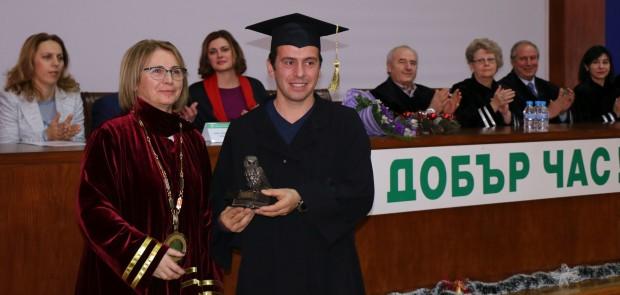 На официалната церемония дипломи получиха 661 възпитаници на Аграрния университет,