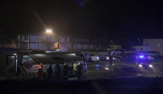 Четирима души загинаха, след като медицински хеликоптер се разби в