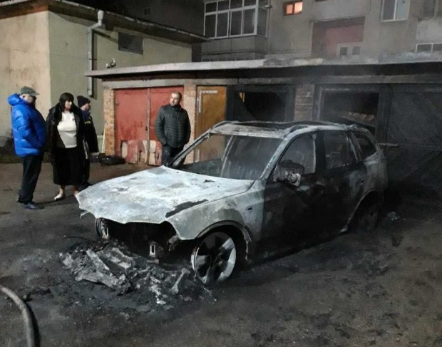 Запалени коли в Добрич тази нощ.Напълно изгорели са два автомобила,