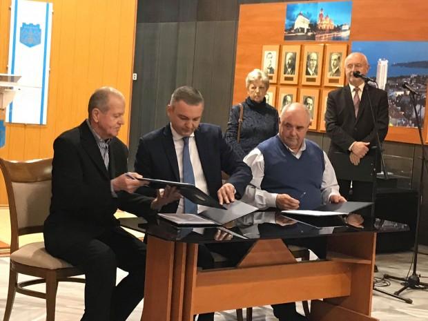 <div Днес в Община Варна бяха подписани колективни трудови договори