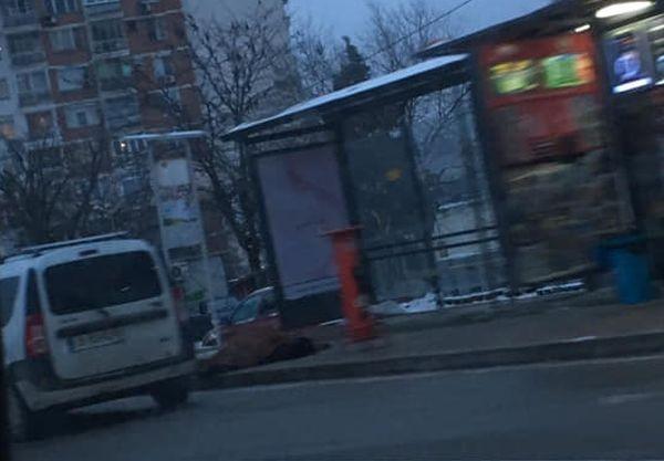 Фейсбук Труп до автобусна спирка във Варна шокира минаващите, за това