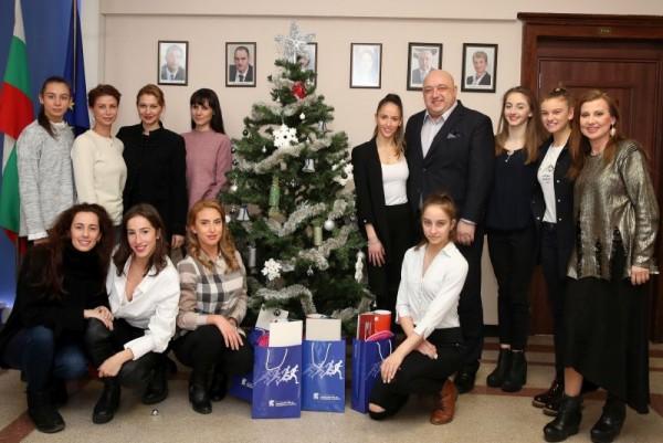 Снимка: Златните ни момичета сюрпризираха министър