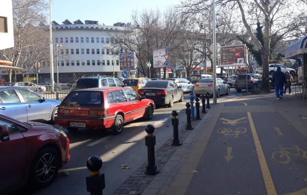 Само час след затварянето на част от булевард