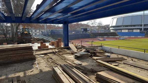 Снимка: СНИМКИ: Вижте как върви изграждането на новия ВИП сектор на стадиона в Русе