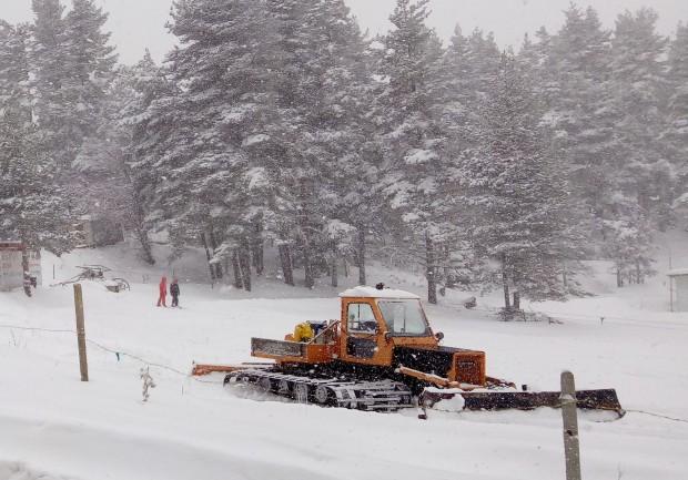 Истинска снежна приказка представлява района на Бяла черква тази сутрин.