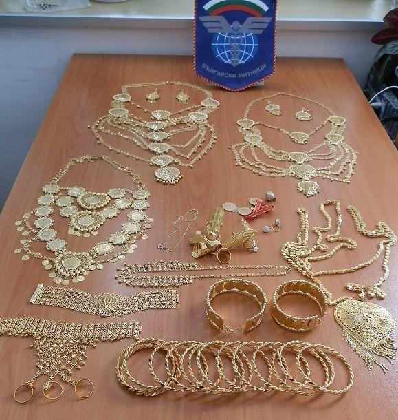 Снимка: Контрабандни златни накити задържаха на Капитан Андреево