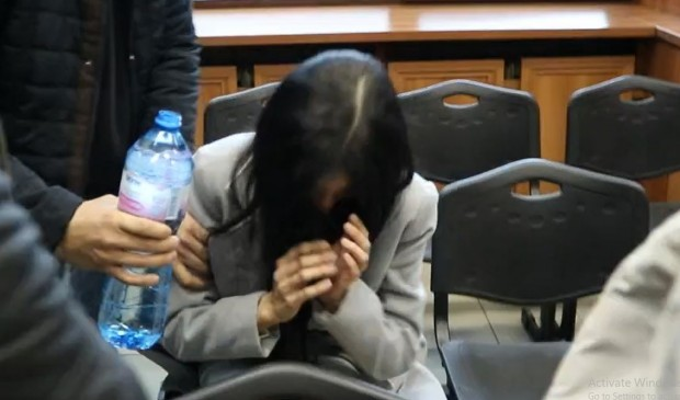Снимка: Вижте припадането на Мегз в съда и как я свестяват!