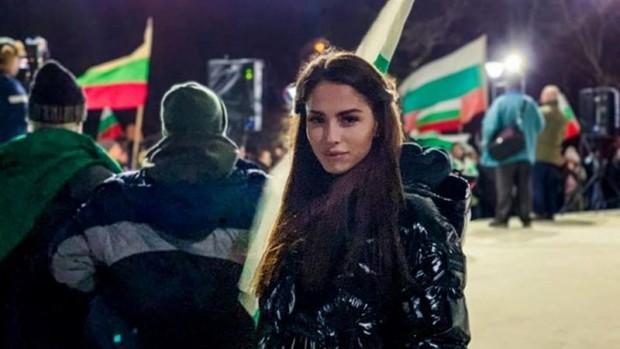 Бившата гимнастичка от ансамбъла Цветелина Стоянова се изправи срещу ромите