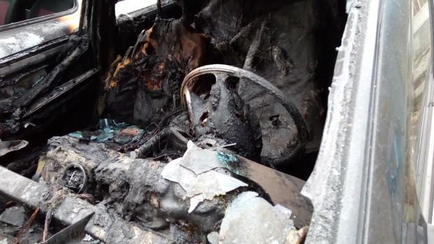 Снимка: Полицията разкри кой е подпалвачът, унищожил колата на млада жена от Свети Влас