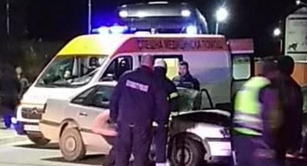 Двама мъже са в много тежко състояние след челен сблъсък