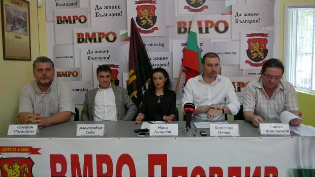 <div > Александър Сиди (вторият отляво надясно)Веселин Марешки за клевета.