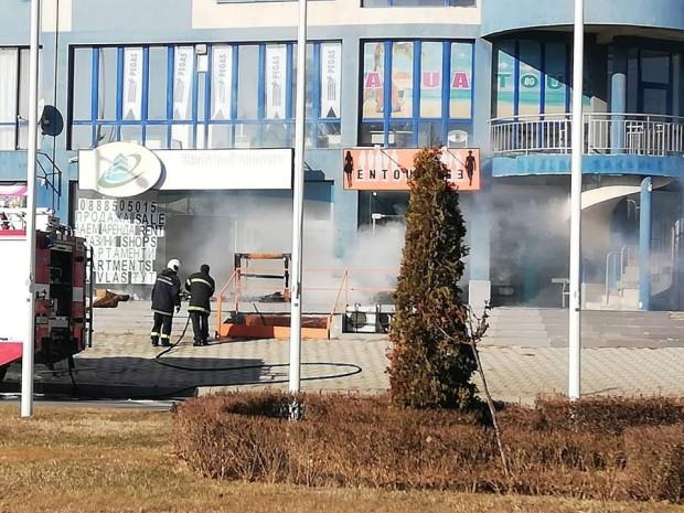 Burgas24.bg виж галерията Офис в бизнес сграда е пламнал преди минути