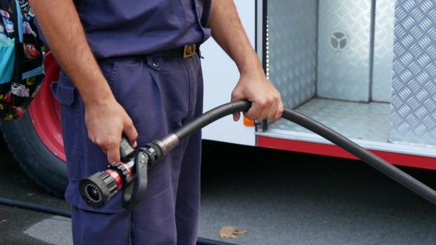 Огънят е потушен от един противопожарен автомобил и петима огнеборци.