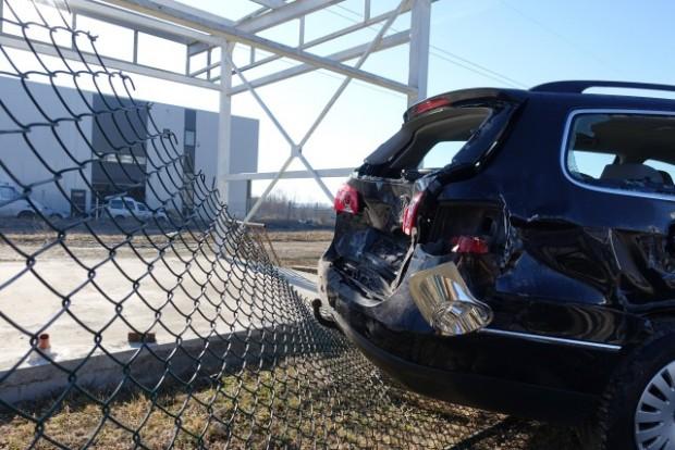 Две малолетни момчета изпотрошиха 16 автомобила в автокъща в Шумен