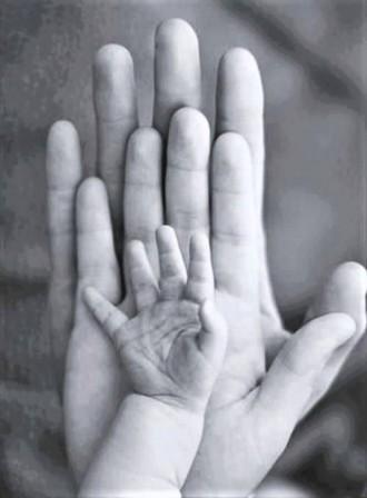 >С утвърдените професионални приемни родители се сключва граждански договор за