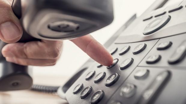 Посредник в извършването на телефонни измами е задържан от служители