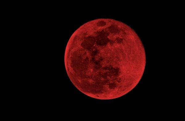 Утре рано сутринта ще можем да наблюдаваме пълно лунно затъмнение.
