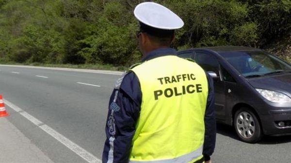 Пътен полицай пострада леко при задържане на агресивен водач, съобщават
