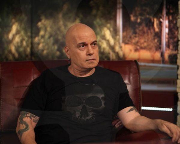 Странни болести измъчват Слави Трифонов. От години здравословното му състояние