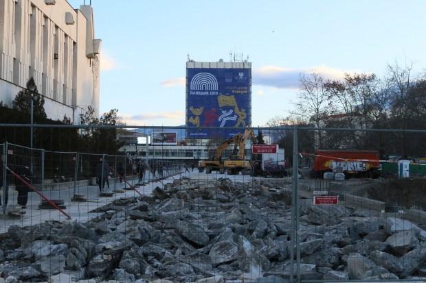 Снимка: Започва офанзивата по проекта за площад