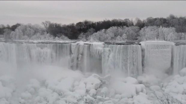 bTV Ниагарският водопад се превърна в зимна приказка, след като части