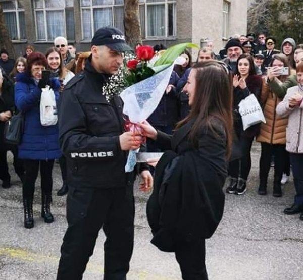 Мистериозният полицай, чиято снимка обиколи мрежата, се казва Рангел Машкудански