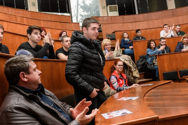 > Илия, за когото миналата година стотици бургаски младежи дариха