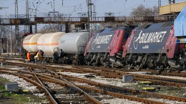 Снимка: Търсят скрити пропадания на жп трасето след инцидента, свалят данните от черните кутии!