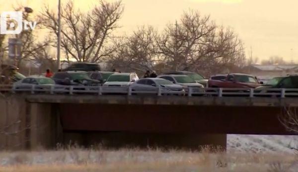 Снимка: Ад на пътя! 49 автомобила направиха гигантска верижна катастрофа