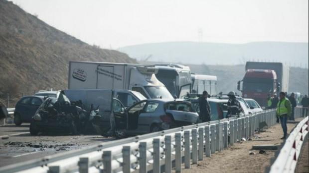 Снимка: Втора жертва на верижната катастрофа на АМ