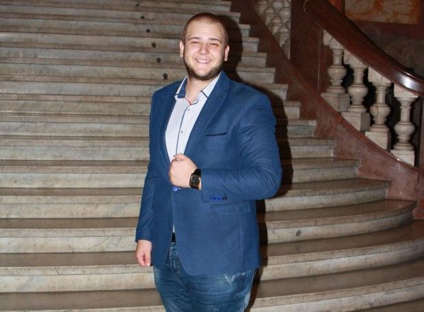 24-годишният преподавател по информатика и информационни технологии Борис Георгиев от