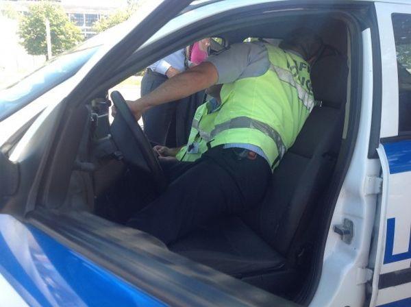 Снимка: Айтозлия си позволи да шофира пиян, изтрезнява в ареста!