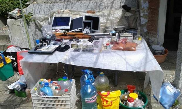 Снимка: Акция срещу дрогата: Разбиха нарколаборатория в Бургас, има задържани!