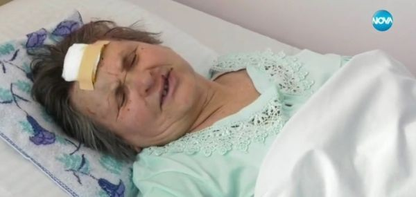 Снимка: Брутално нападение! Крадци пребиха възрастна жена с мотики и метален бокс
