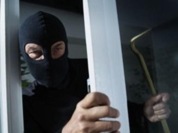 Снимка: Решетки за специалиста в домовите кражби Димитър, нахлул в няколко апартамента в Бургас