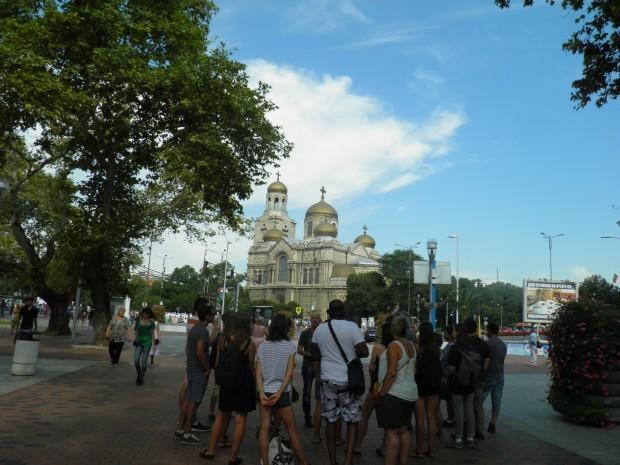 В разгара на туристическия сезон във Варна често идват екскурзоводи