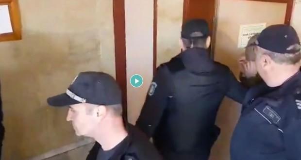 Снимка: Четворният убиец шокира съда, местят го в Пловдив?
