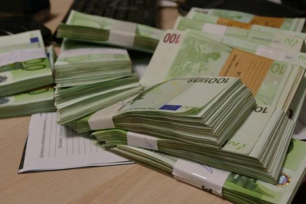 Снимка: Съдът реши: Крадливата банкерка, присвоила близо половин млн. лева, остава в ареста!