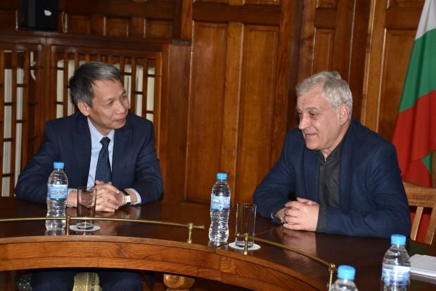 Снимка: Новият посланик на Виетнам посети Пловдив