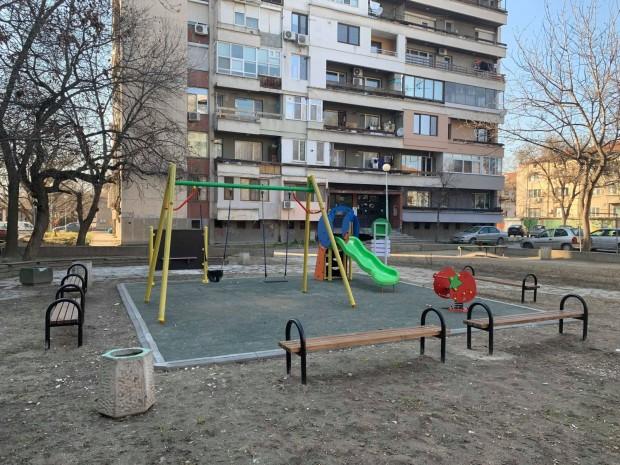 Изцяло обновена бе детската площадка на улица