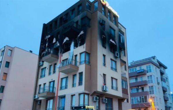 Снимка: Мъж загина при огнен ад във Варна