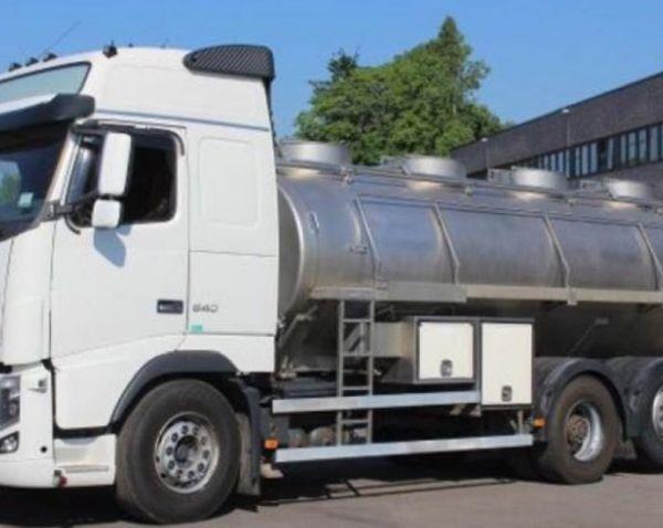 Двама души са пострадали при катастрофа между млековози на автомагистрала