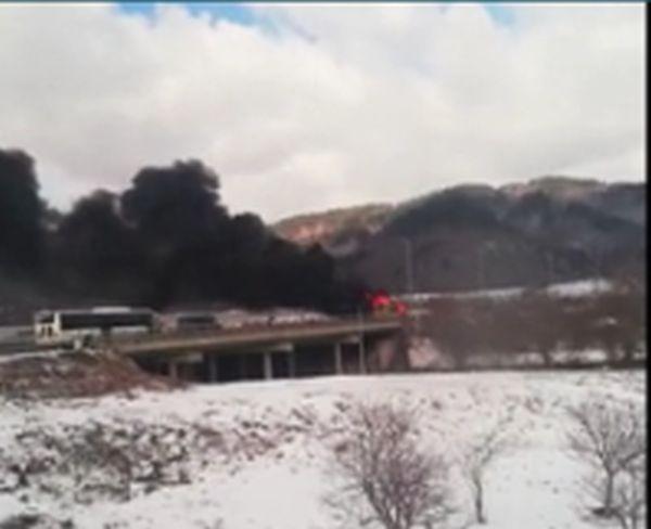 Снимка: Автобус избухна в пламъци на магистрала
