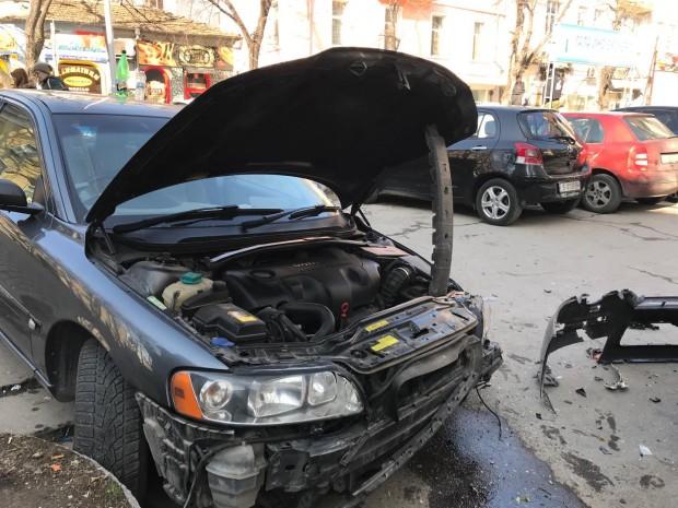 Varna24.bg Шофьорът на волвото, пострадало в катастрофата по ул.