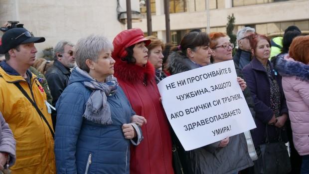 Снимка: Медицинските сестри зоват: Не ни прогонвайте в чужбина, без нас здравеопазването ще умре!