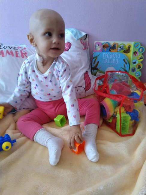 Снимка: Животът на малкото ангелче Алекс е в ръцете на хората с добри сърца, помагайте!