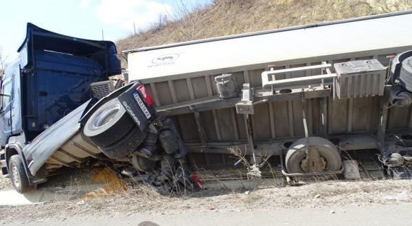 БГНЕС ТИР катастрофира тази сутрин на автомагистрала