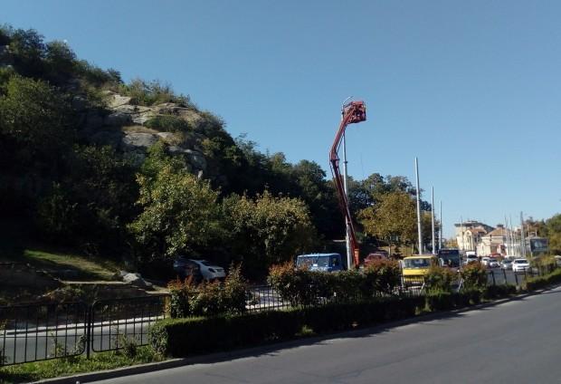 Снимка: Общината купува нови стълбове за парково осветление